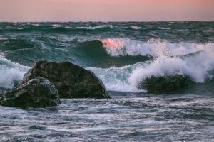 Уровень воды в Байкале превысил критическую отметку и продолжает подниматься