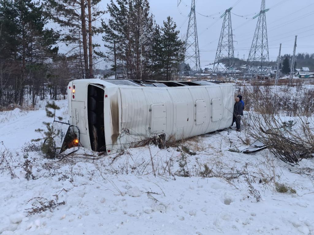 В Усть-Илимске опрокинулся автобус, перевозивший работников одного из предприятий