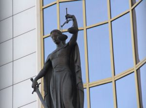 Ангарчанка отсудила 50 тысяч рублей компенсации за травмы после поездки в автобусе