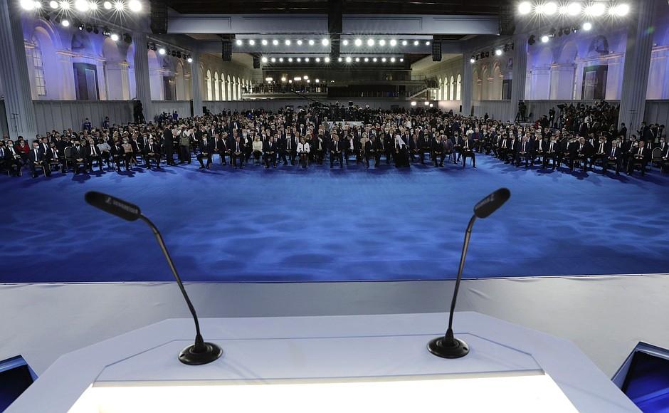 Владимир Путин оглашает послание Федеральному собранию. Текстовая трансляция