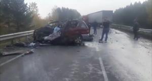 Два человека погибли в ДТП с легковушкой и большегрузом в Тулуне