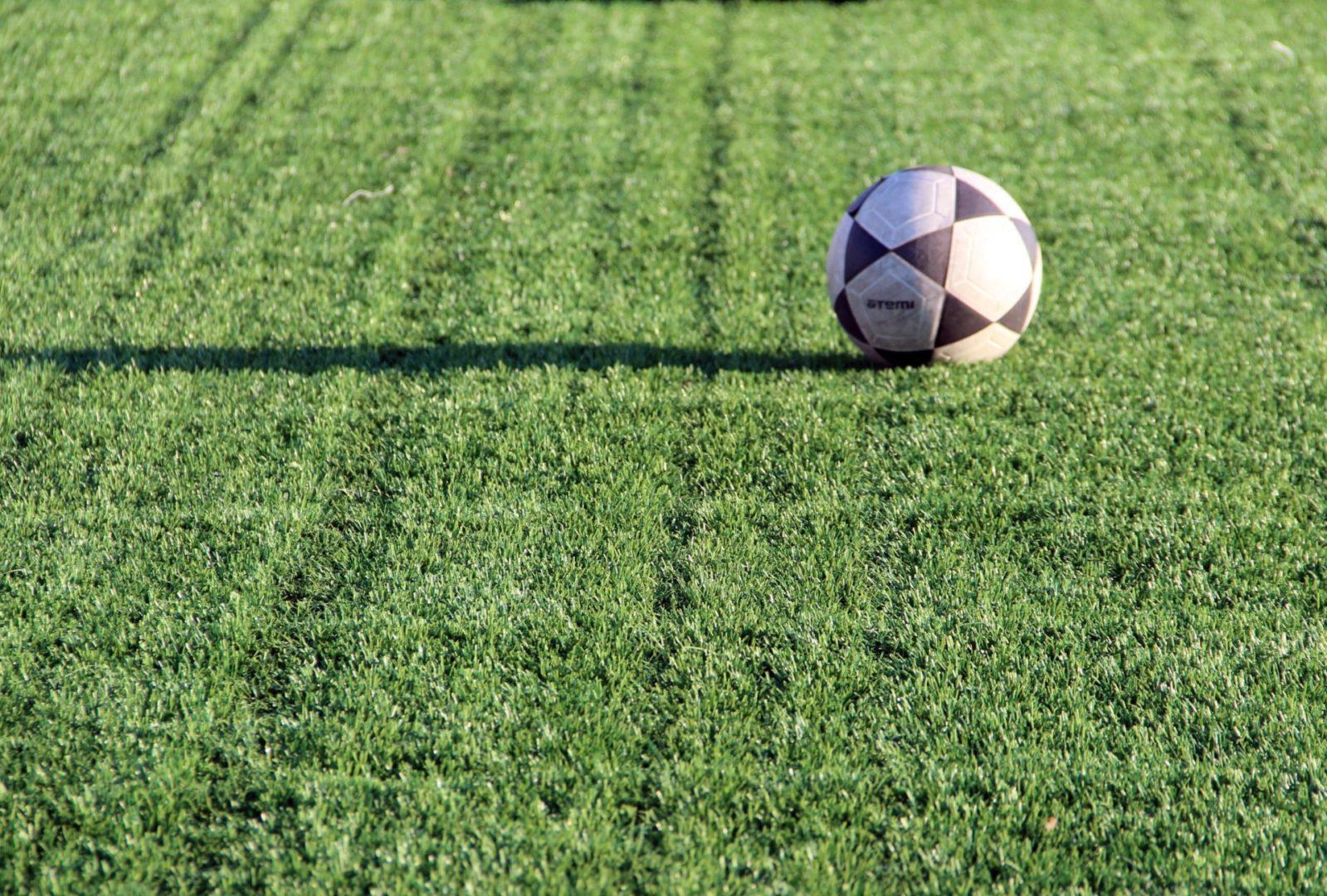 В Иркутске завершают реконструкцию футбольного поля школы №77